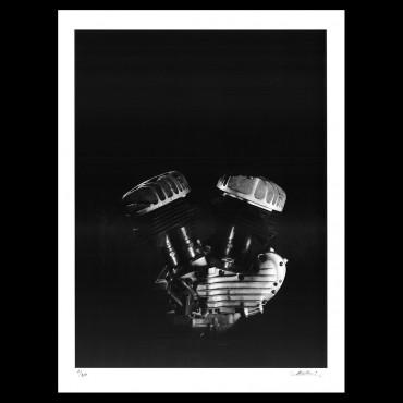 """Photolithographie, """"Moteur Harley-Davidson"""", 2018, Éditions Anthèse, photographie de Grégory Mathieu"""